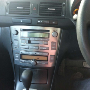2005ToyotaAvensis01